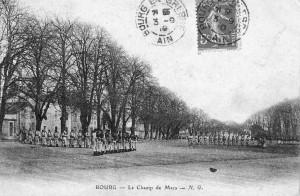 Le Champ de Mars investi par les soldats du 23e RI, début XXe s