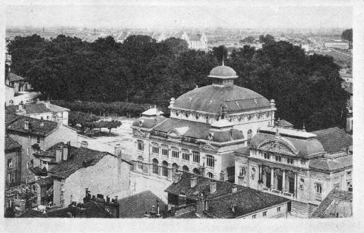 L'ensemble Théâtre et Grenette vu depuis le clocher de l'église Notre-Dame