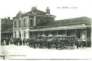 Les voitures à cheval devant la gare de Bourg