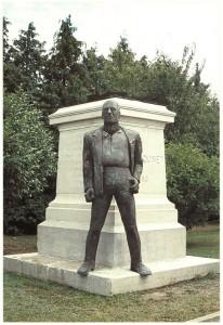 Statue de Quinet par l'artiste Martine Clerc, lycée Edgar Quinet
