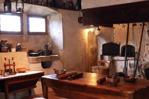 Une cuisine bugiste traditionnelle restituée dans la maison Renaissance au musée de Lochieu