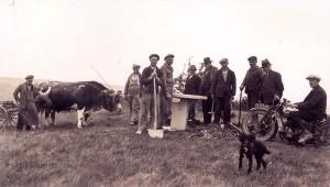 Installation de la table d'orientation au sommet du Mont-Myon dans les années 1930