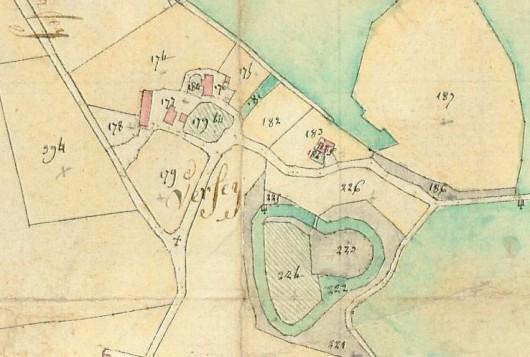 La basse-cour au pied de la motte castrale de Saint-Paul-de-Varax est nettement lisible sur la cadastre de 1810