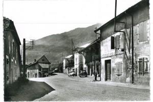 La Grande rue à Farges