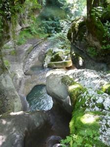 La « tine » vue depuis le haut de la cascade