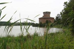 La tour du Plantay, haute de 19 m, vestige d'un château féodal incendié en 1460