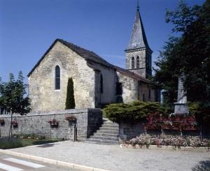 L'église Saint-Laurent dont la toiture de lauzes a été restaurée en 2012