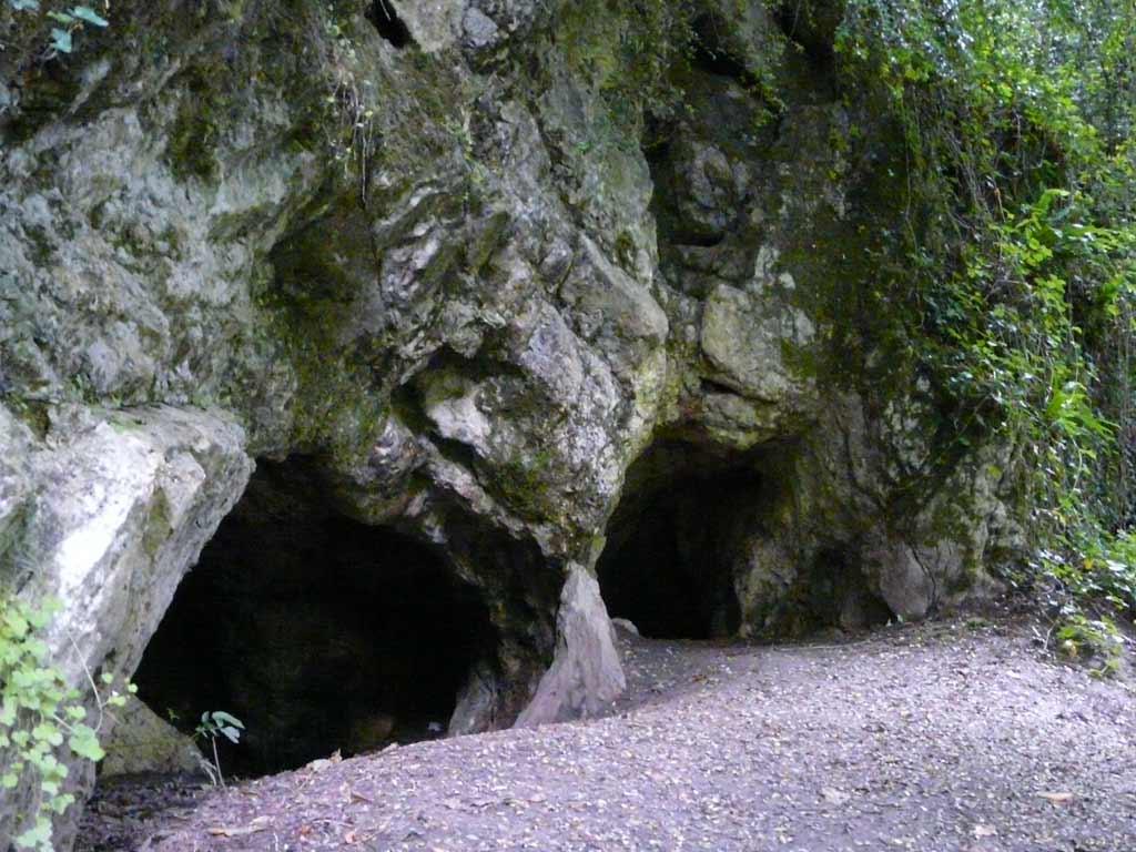 projet de grotte ... Lentree-de-la-grotte-de-la-valliere-appelee-grotte-des-compagnons-de-jehu