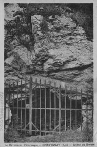 L'entrée de la grotte des Bornets