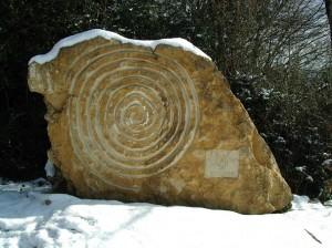 Sculpture sur le sentier Mémoire de pierre : « Mont-Myon Lumière du Revermont »